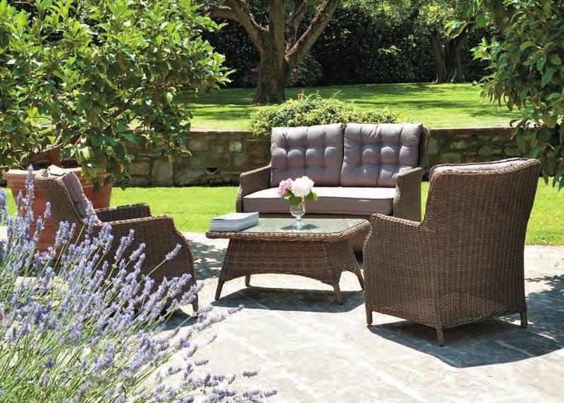 Poltrone e divani da giardino provenzali consigli su for Divani in stile provenzale