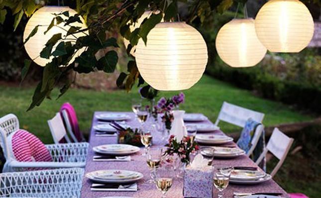 Tavoli da giardino in stile provenzale: ferro battuto legno o