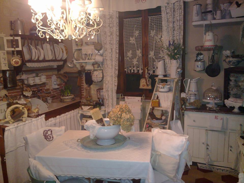 Arredamento Cucina Country Of La Battaglia Fra Cucine Delle Fans Di Shabby Chic E
