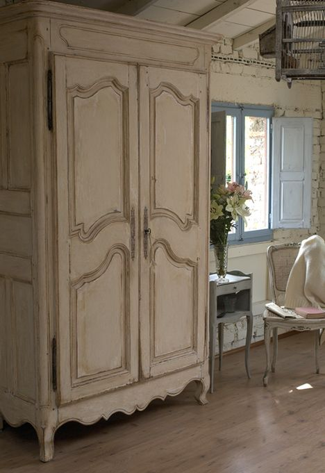 7 spunti per un armadio in stile shabby chic provenzale e for Case in stile country francese in vendita