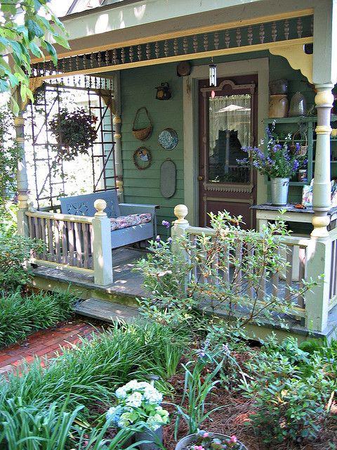 8 idee per un portico che abbia un tocco shabby chic for Case in stile meridionale con avvolgente portico
