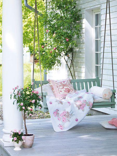 8 idee per un portico che abbia un tocco shabby chic for Idee patio per case in stile ranch
