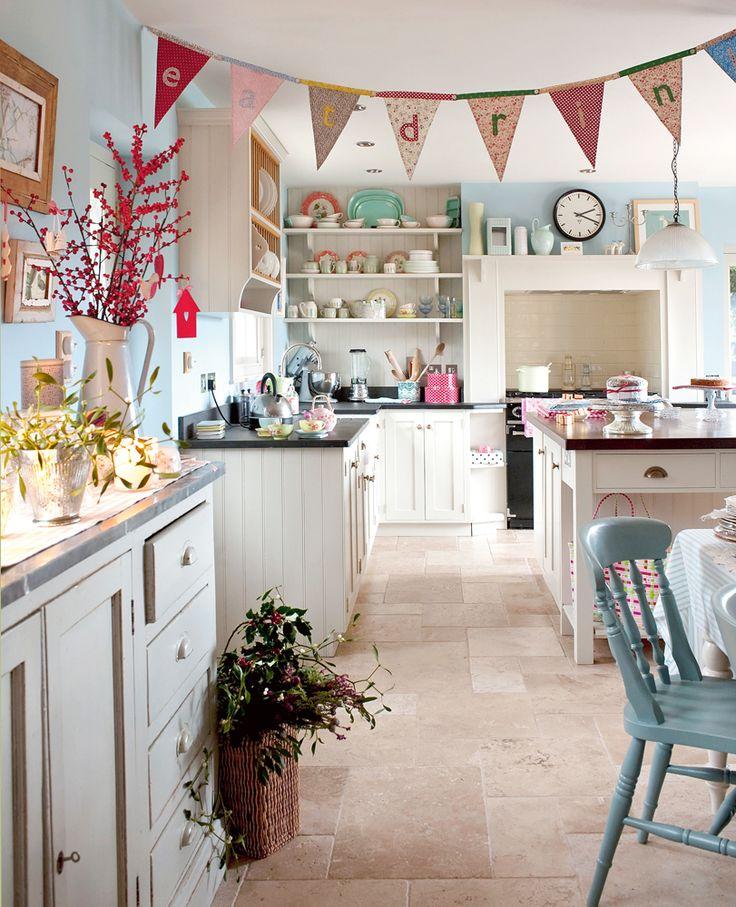 7 idee estive e creative per una cucina shabby chic for Red and blue kitchen ideas