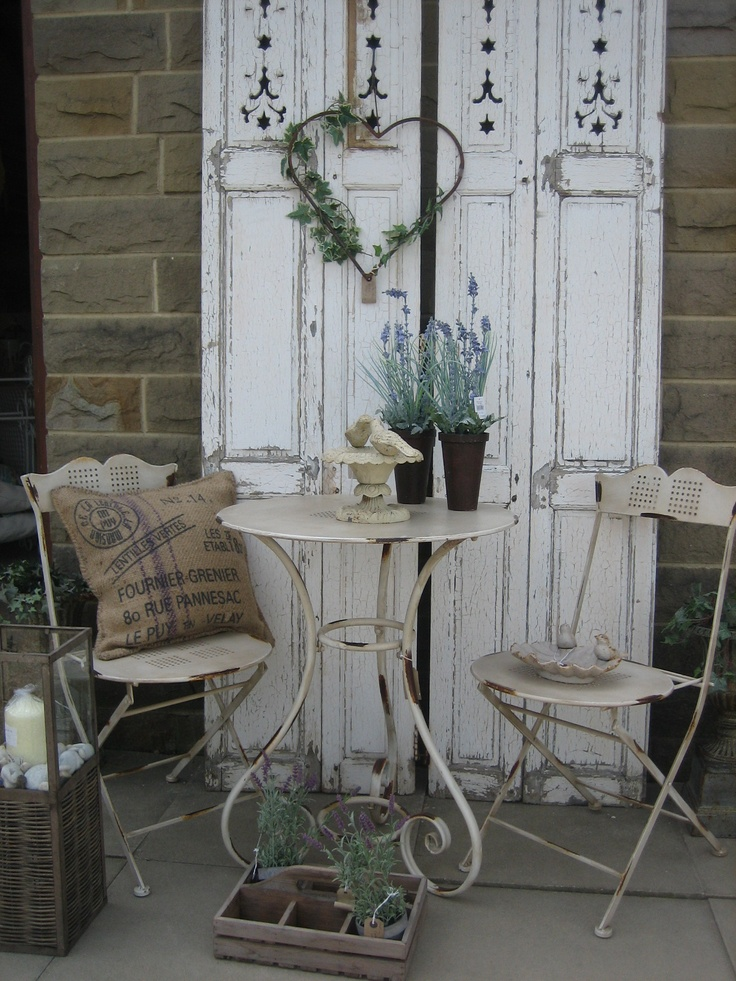 7 idee per addobbare un balcone in stile shabby chic. Black Bedroom Furniture Sets. Home Design Ideas