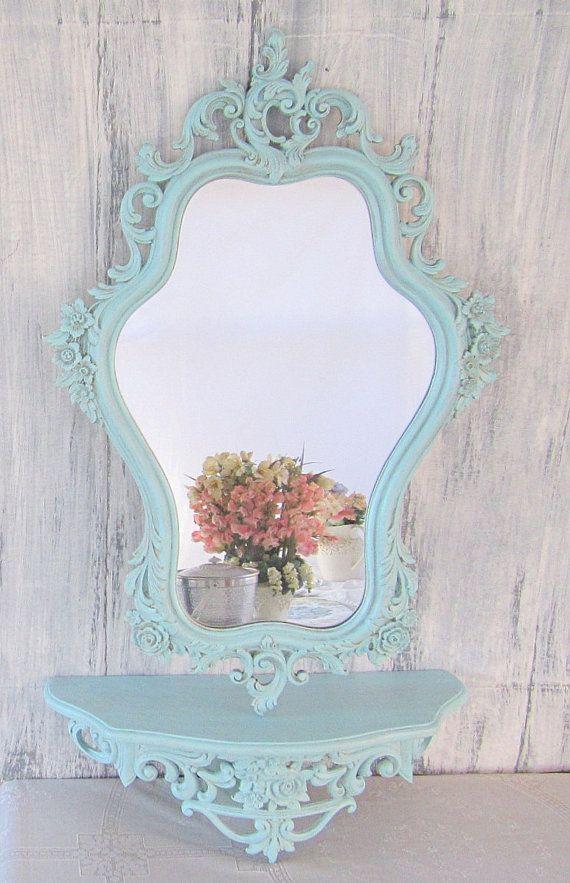 Specchio con cornice cornice dipinta con colori pastello