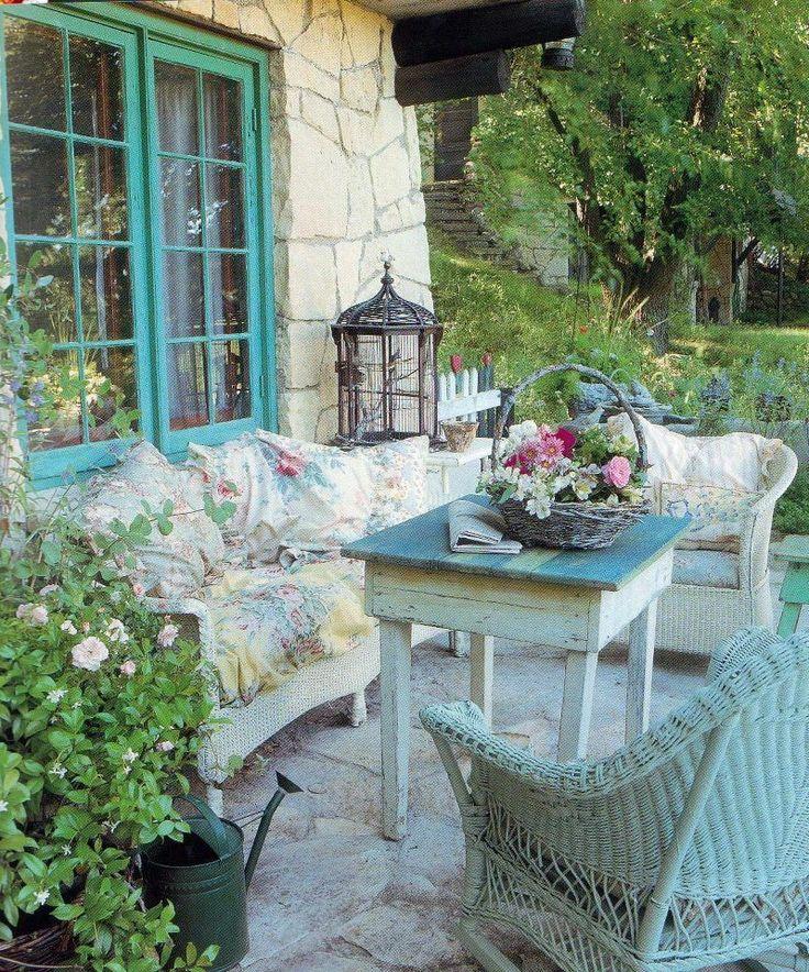7 idee per arredare gli spazi outdoor in stile shabby chic for Idee patio per case in stile ranch