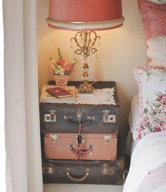 comodino-vecchie-valigie