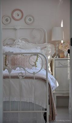 7 idee per un letto in ferro in stile shabby chic provenzale e country arredamento provenzale. Black Bedroom Furniture Sets. Home Design Ideas