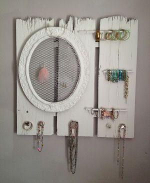 7 idee per recuperare oggetti col diy fai da te in stile - Porta bigiotteria fai da te ...