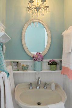 7 idee per arredare il bagno con colori chiari in stile shabby chic provenzale e country - Specchio bagno shabby ...