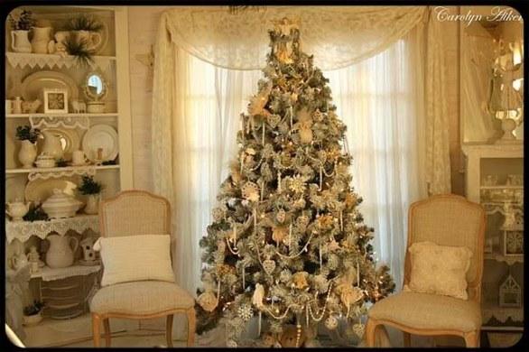 7 idee per decorare l 39 albero in stile shabby chic - Decorazioni natalizie stile shabby chic ...