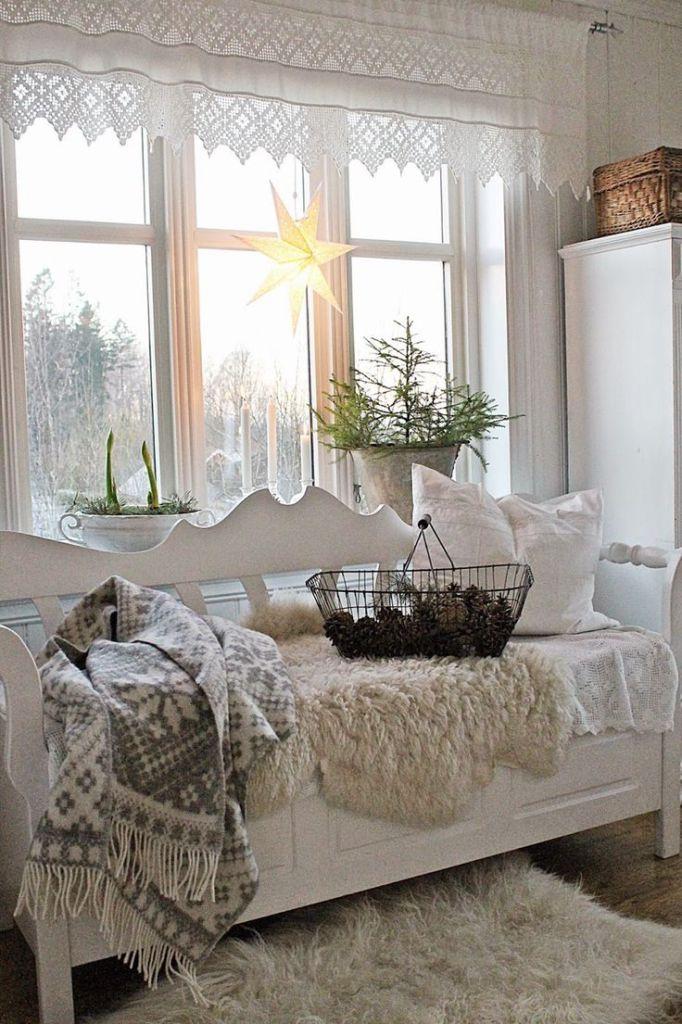 7 idee per finestre decorate a tema natalizio in stile. Black Bedroom Furniture Sets. Home Design Ideas