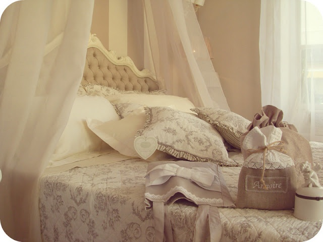 La camera da letto shabby chic provenzale e country for Divano letto shabby chic