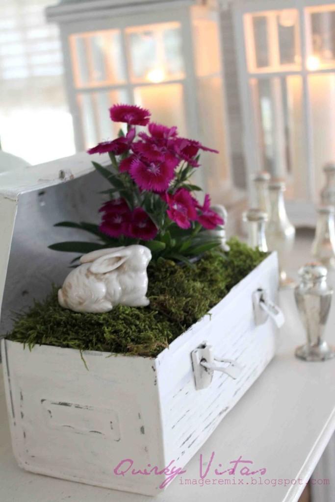 Da un vecchio bauletto in legno decapato una bellissima idea floreale ...