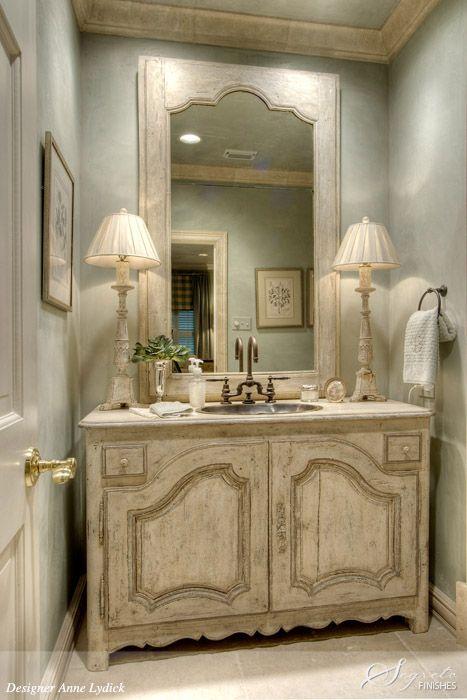 Lo specchio del bagno in stile shabby chic arredamento - Specchio bagno cornice ...