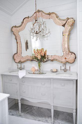 Lo specchio del bagno in stile Shabby Chic - Arredamento Provenzale