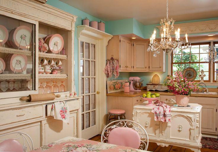 Idee per la cucina Shabby Chic con le sedie di colore rosa ...