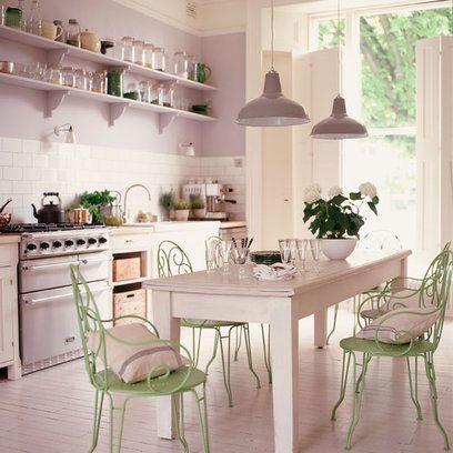 Idee per la cucina shabby chic con le sedie di colore rosa for Cuscini per sedie shabby chic