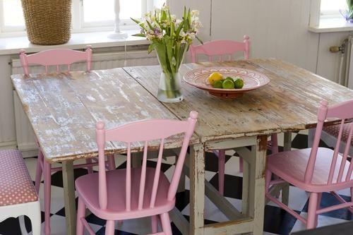 idee per la cucina shabby chic con le sedie di colore rosa ... - Cucine Rosa