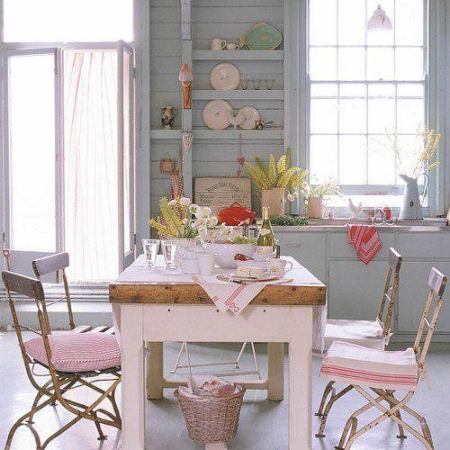 Idee per la cucina shabby chic con le sedie di colore rosa - Coordinati cucina country ...