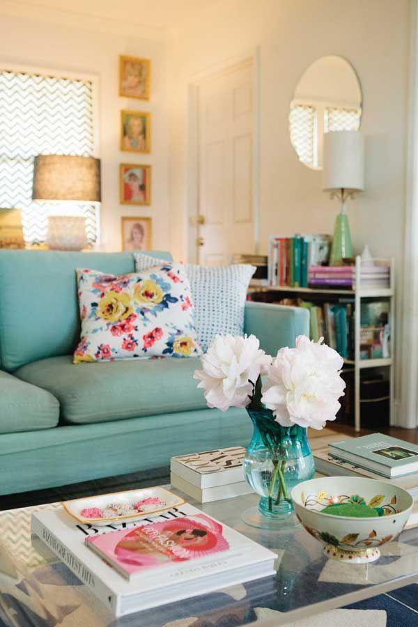 I colori pastello nel salotto shabby chic arredamento for Divano azzurro