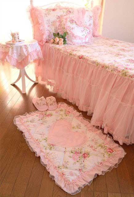 tappetino-rosa-letto