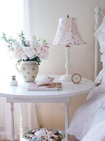 comodino-tavolo-bianco