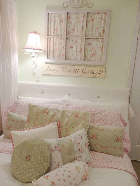 Idee e dettagli per decorare la camera da letto shabby chic di colore verde menta arredamento - Cuscini camera da letto ...