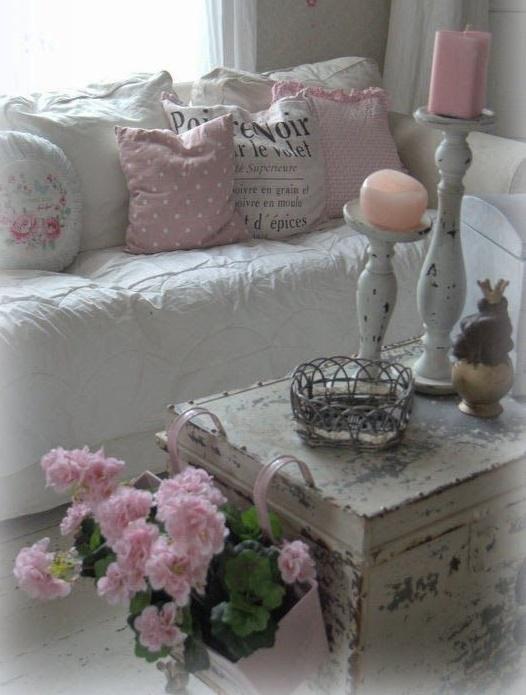 6 consigli per utilizzare i fiori nel salotto shabby chic for Decorare stanza shabby