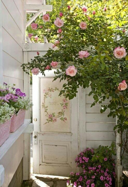 Come decorare l 39 ingresso per l 39 estate in stile shabby chic for Decorazioni porta ingresso