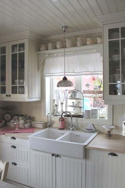 Come arredare la zona del lavandino della cucina in stile - Cucina coloniale ...