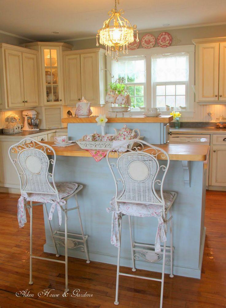 Le sedie da cucina in stile shabby chic arredamento for Sedie alte da cucina