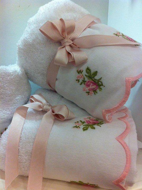 asciugamani-rosa-bianchi
