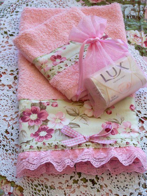 asciugamani-rosa-fiori