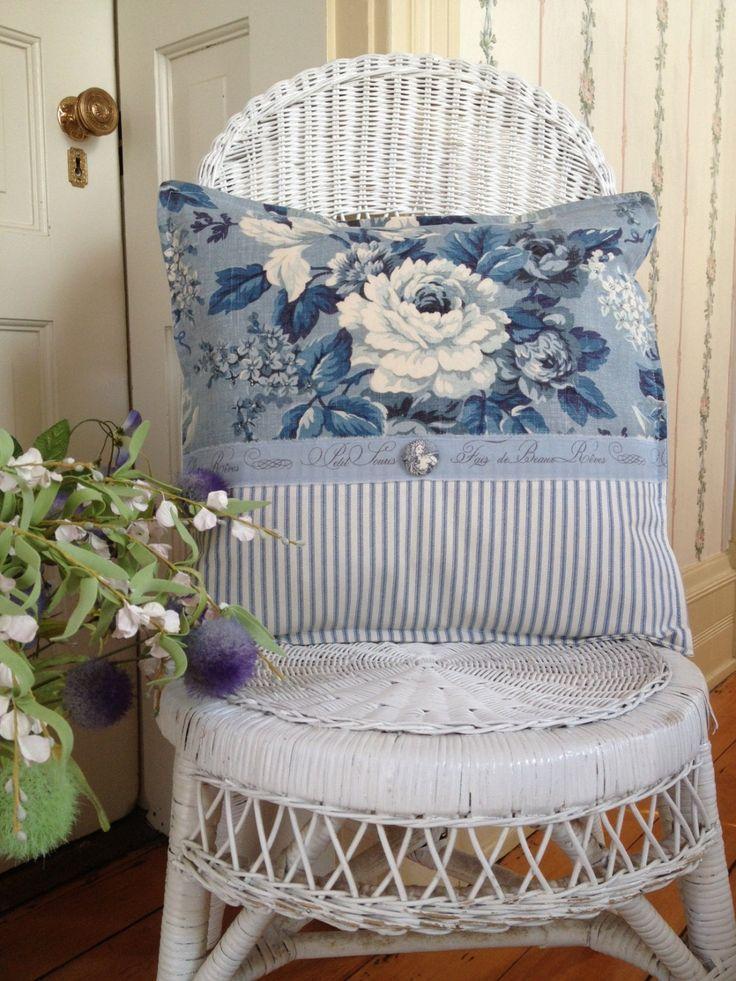 cuscino-azzurro-fiori