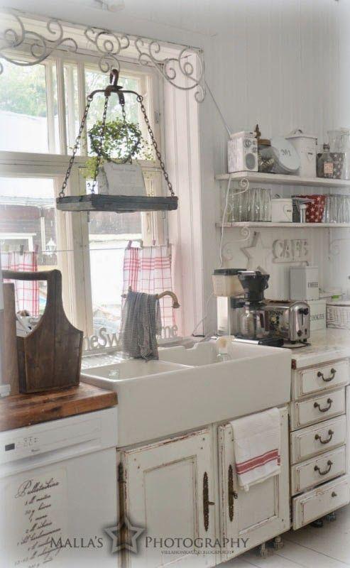 Il lavandino vicino alla finestra una meraviglia shabby chic arredamento provenzale - Lavandino doppia vasca cucina ...