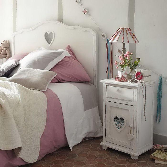 I dettagli della camera da letto shabby chic su maison du for Cuscini testata letto maison du monde