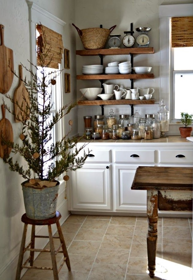 Cucine shabby chic in legno grezzo colorate di bianco - Mensole cucina moderna ...
