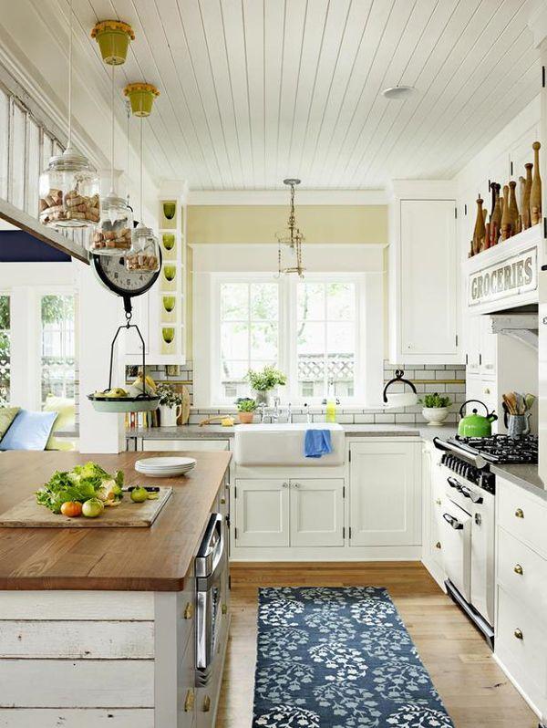 Cucine shabby chic in legno grezzo colorate di bianco, ecco una ...