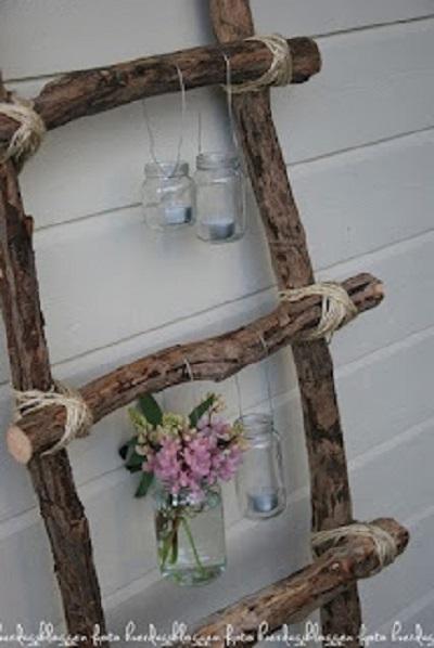 Scala porta fiori e shabby chic un binomio perfetto idee for Arredamento legno grezzo