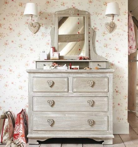 I dettagli della camera da letto shabby chic su maison du for Maison du monde arredo bagno