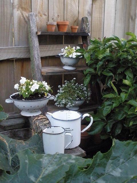 Idee shabby chic per riciclare vecchi oggetti della nonna for Oggetti per abbellire il giardino