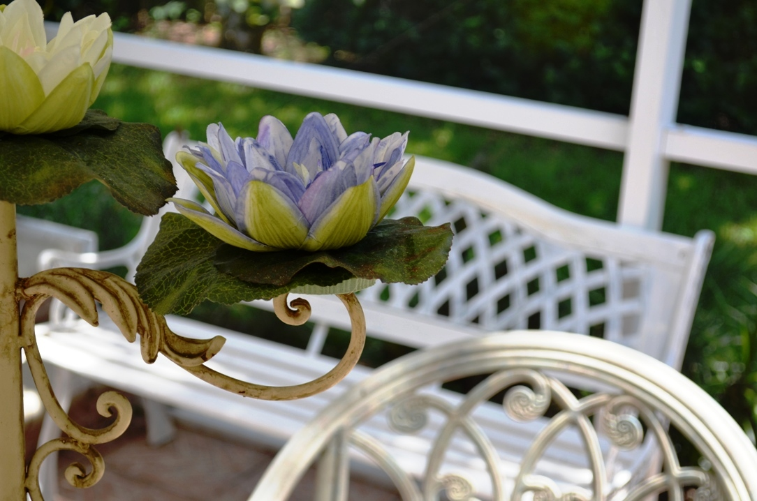 Il giardino nello stile shabby chic arredamento provenzale for Giardino shabby chic fai da te