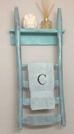 La vecchia sedia ricicliamola in stile shabby chic arredamento provenzale - Porta asciugamani stile provenzale ...
