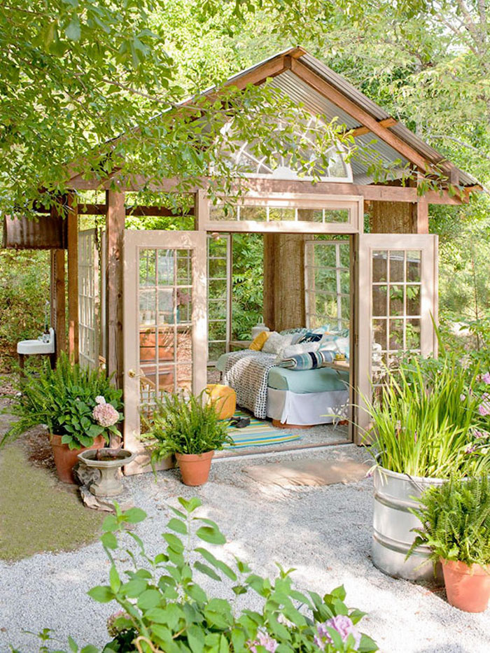 she-sheds-garden-man-caves-5-5707749fa5192__700