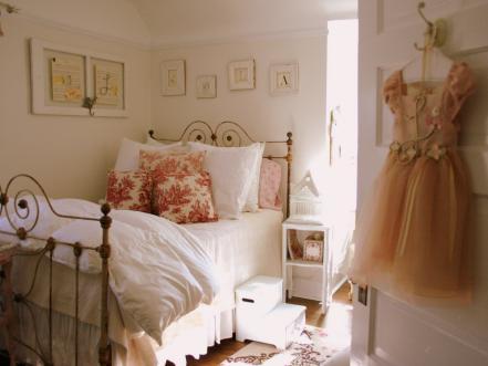 letto-cuscini-fiori