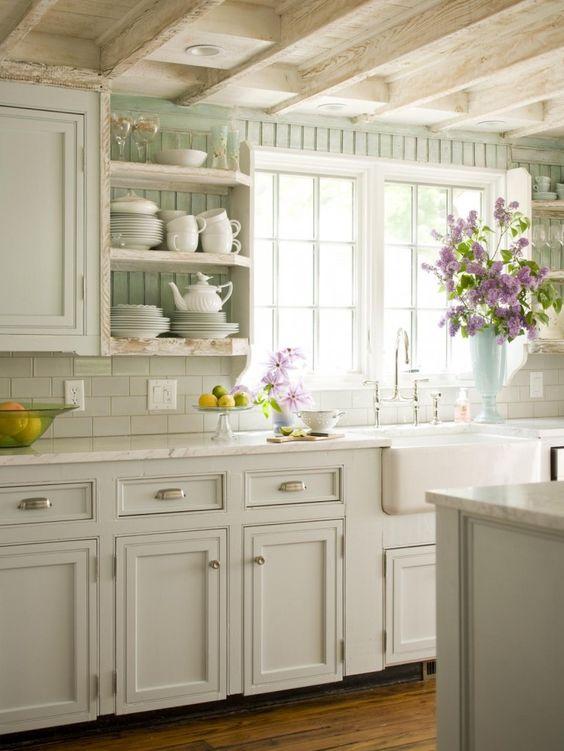 fiori finestra cucina