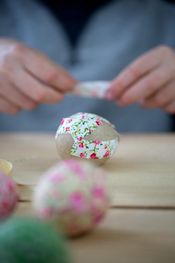 uova pasqua rivestite stoffa fiori