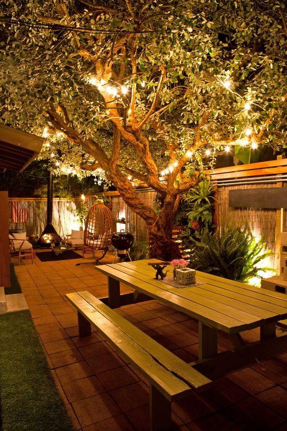 albero illuminato veranda