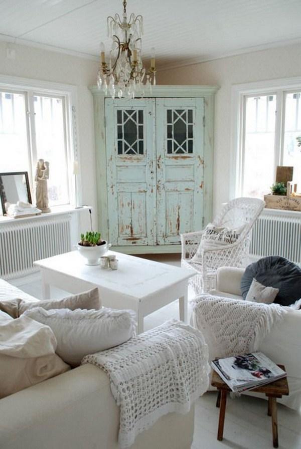 salotto bianco armadio azzurro